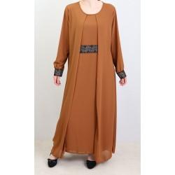 Robe marron avec ceinture