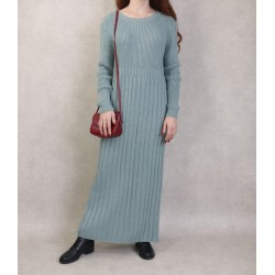 Simple dress in large knit...