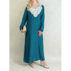 Robe avec broderies manches...
