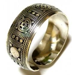 Cuff bracelet in silver...