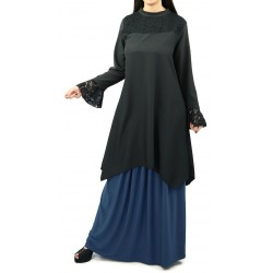 Loose tunic in black color...